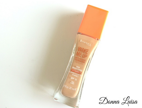 Review over de Rimmel Wake Me Up foundation